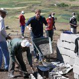 El Príncipe Harry ayuda a construir una escuela en Lesotho