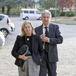 Isabel Comba y Emilio de Villota en el funeral por María de Villota en Madrid