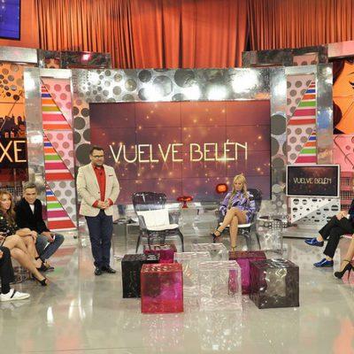 Belén Esteban con los colaboradores de 'Sálvame Deluxe'