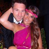 Leo Messi y Antonella Roccuzzo posan muy sonrientes