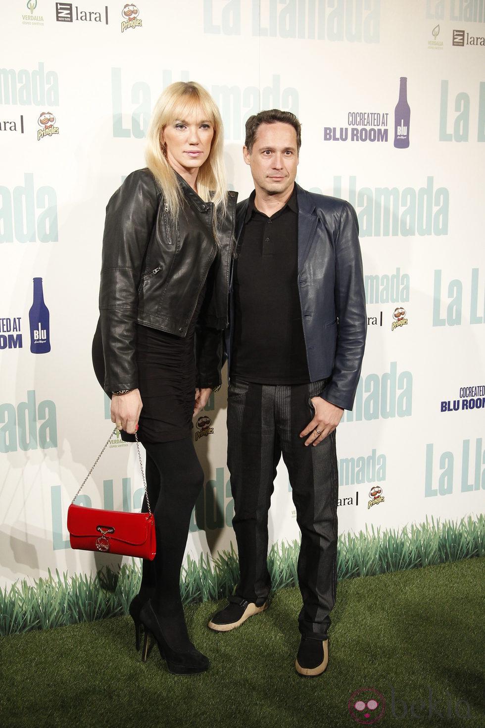 Topacio Fresh y su marido en el estreno de 'La llamada'