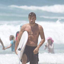 Liam Payne presumiendo de cuerpo en bañador en playas australianas