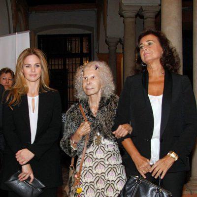 Genoveva Casanova, la Duquesa de Alba y Carmen Tello en el Festival de las Naciones 2013
