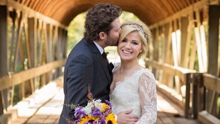 Kelly Clarkson y Brandon Blackstock el día de su boda