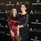 Ángela Molina con Olivia Molina tras recibir la Medalla de Oro de la Academia de Cine