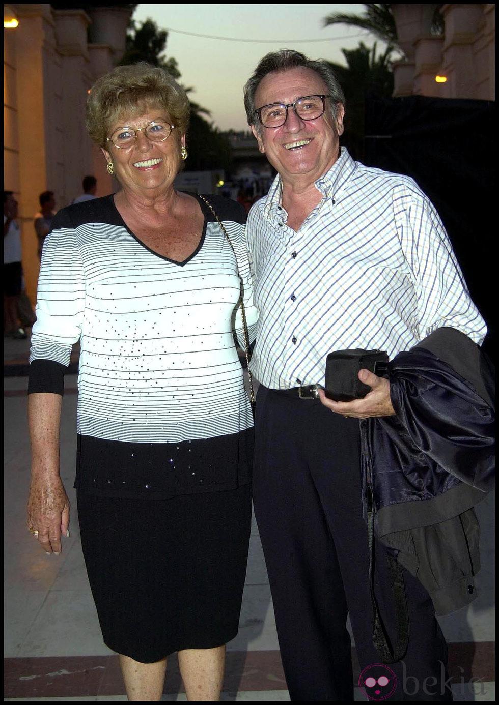 Manolo Escobar y su mujer Ana Marx durante una gala televisiva