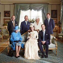 Fotografía oficial de la Familia Real británica con motivo del bautizo de Jorge de Cambridge