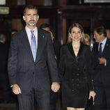 Los Príncipes Felipe y Letizia en el concierto previo a la entrega de los Premios Príncipe de Asturias 2013