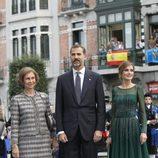 La Reina Sofía, el Príncipe Felipe y la Princesa Letizia llegan a los Premios Príncipe de Asturias 2013