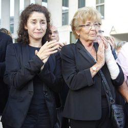 La viuda de Manolo Escobar, Anita Marx, y su hija Vanesa durante su funeral