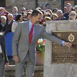 Los Príncipes de Asturias descubren la placa de Pueblo Ejemplar 2013 de Teverga