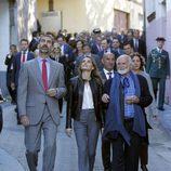 El Príncipe Felipe y la Princesa Letizia pasean por las calles de Teverga