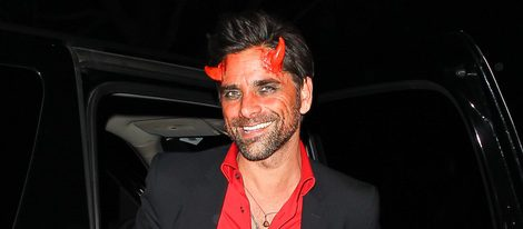 John Stamos disfrazado de demonio en una fiesta de Halloween en Los Ángeles