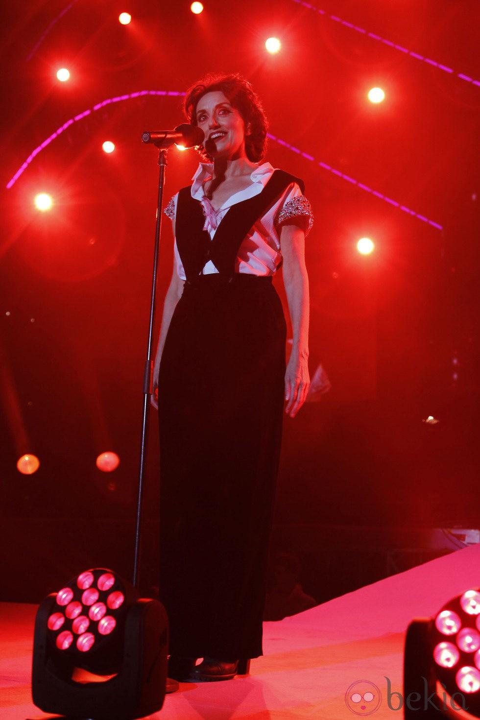 Luz Casal durante el concierto 'Por Ellas' de Cadena 100