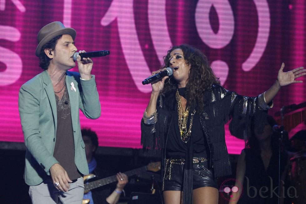 Rosario y Coti durante el concierto 'Por Ellas' de Cadena 100