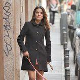 Adriana Ugarte paseando a sus perros