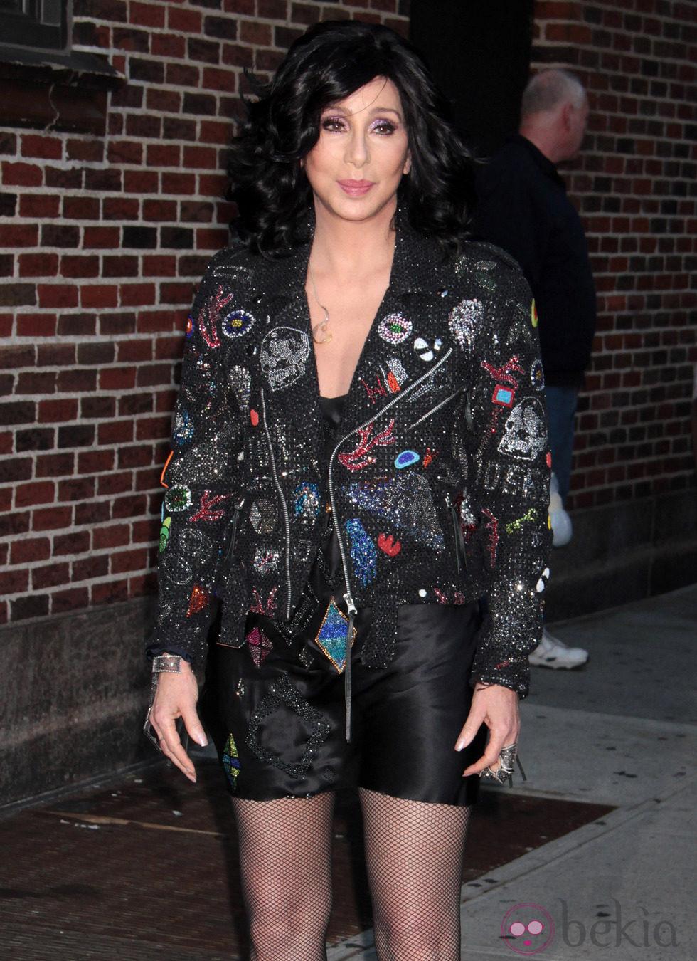 Cher a su llegada al programa 'Late Show With David Letterman'