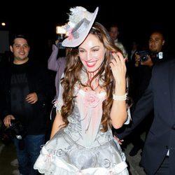 Kelly Brook disfrazada en una fiesta de Halloween en Beverly Hills