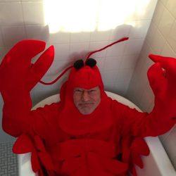 Patrick Stewart disfrazado de langosta