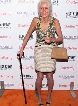 Heidi Klum se disfraza de anciana en Halloween 2013