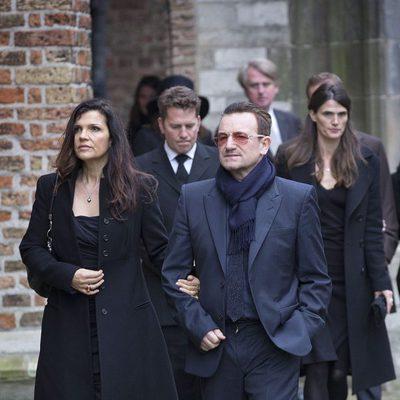 Bono y Ali Hewson en la ceremonia en recuerdo del Príncipe Friso de Holanda