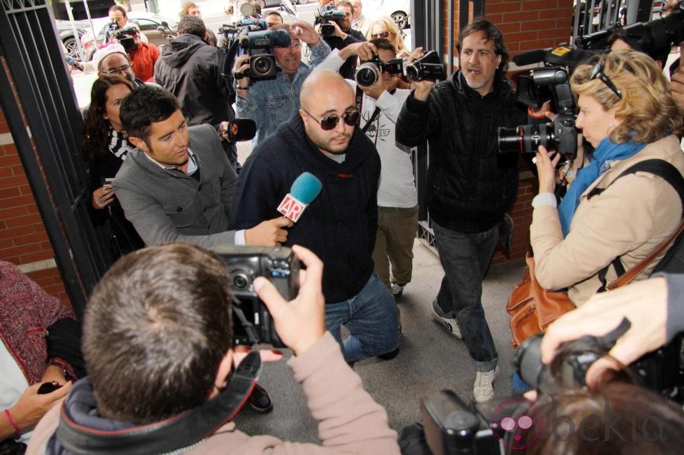 Kiko rivera llegando a los juzgados de sevilla para el for Juzgados viapol sevilla