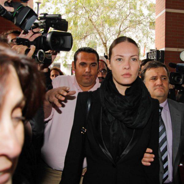 Jessica bueno llegando a los juzgados de sevilla para el for Juzgados viapol sevilla