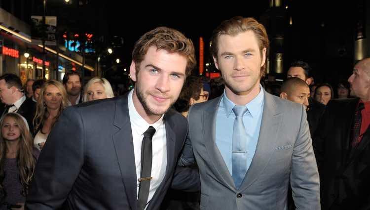 Liam y Chris Hemsworth en el estreno de 'Thor: El mundo oscuro' en Los Ángeles