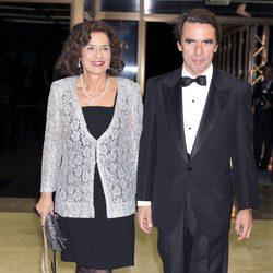 Ana Botella y José María Aznar en la cena de honor a los galardonados con el premio Mariano de Cavia