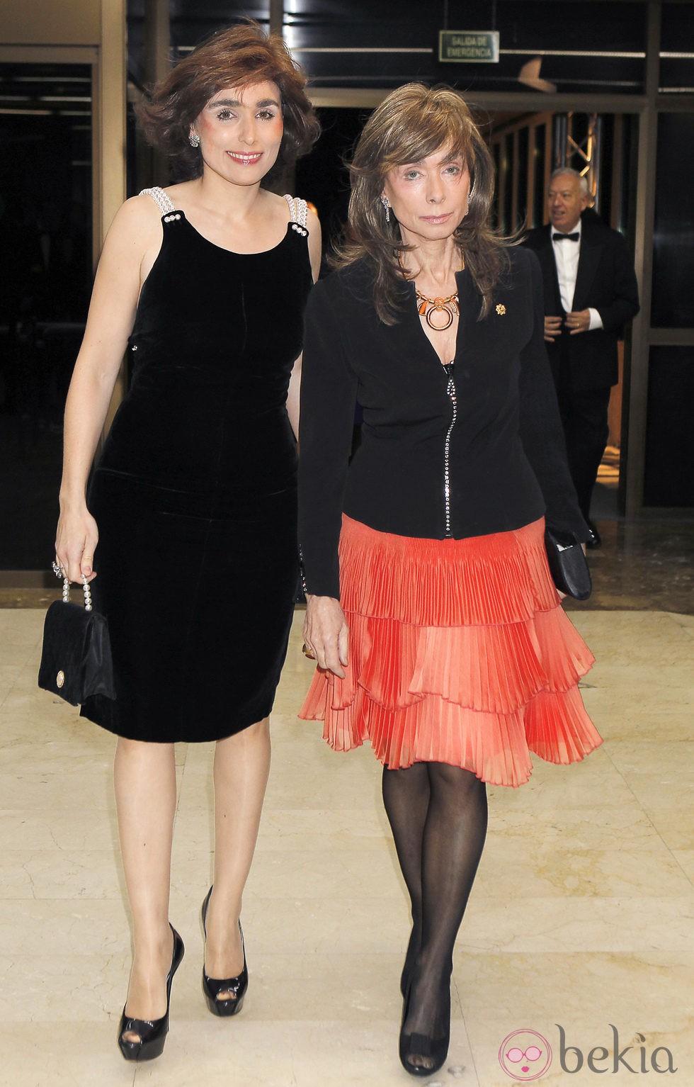 Paloma Segrelles madre y hija en la cena de honor a los galardonados con el premio Mariano de Cavia
