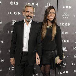 Imanol Arias e Irene Meritxell en la presentación del magazine Icon