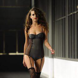 Clara Alonso desfilando en la fiesta del 20 aniversario de Women'Secret