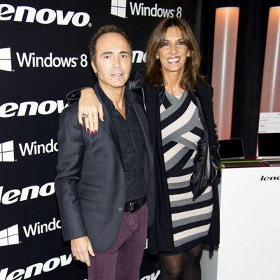 Juan Ribó y Pastora Vega en la fiesta de presentación de la nueva campaña de una firma de equipos informáticos