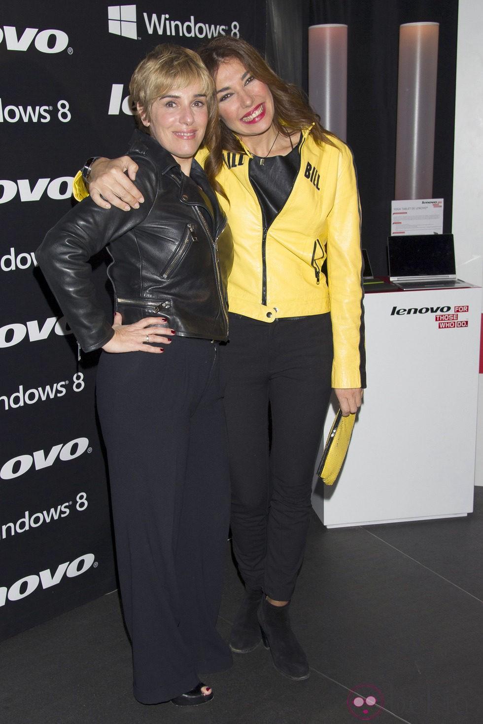 Anabel Alonso y Raquel Revuelta en la fiesta de presentación de la nueva campaña de una firma de equipos informáticos