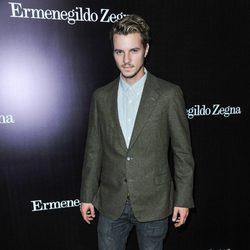Nathan Keyes en la apertura de una tienda de Ermenegildo Zegna en Beverly Hills