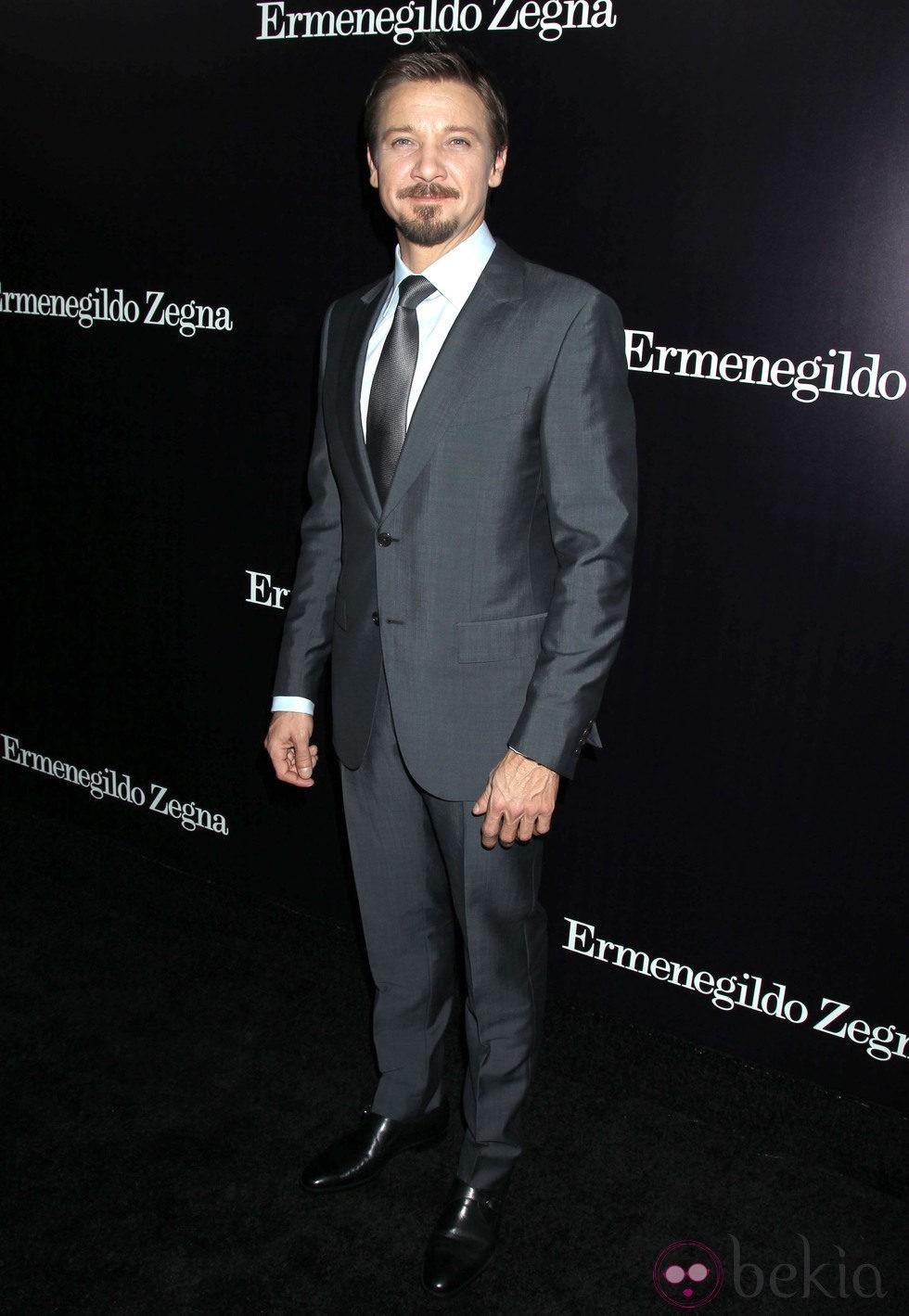 Jeremy Renner en la apertura de una tienda de Ermenegildo Zegna en Beverly Hills