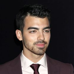 Joe Jonas en la apertura de una tienda de Ermenegildo Zegna en Beverly Hills