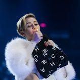 Miley Cyrus se fuma un porro en los MTV EMA 2013