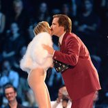 Miley Cyrus y el actor Will Ferrell en los MTV EMA 2013