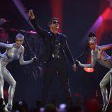 Actuación de Robin Thicke en los MTV EMA 2013