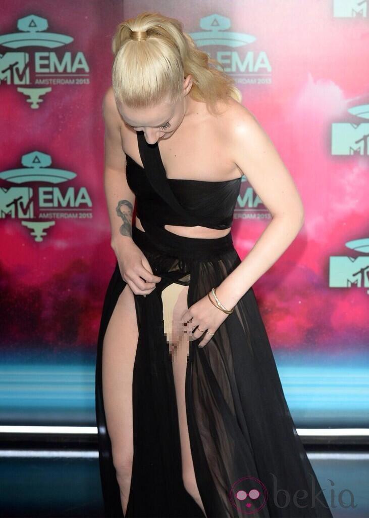 Iggy Azalea deja sus partes íntimas al descubierto en los MTV EMA 2013