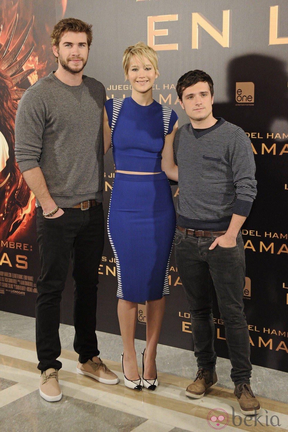 ¿Cuánto mide Jennifer Lawrence? - Altura - Real height 49567_liam-hemsworth-jennifer-lawrence-josh-hutcherson-juegos-hambre-llamas-madrid