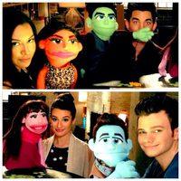 Naya Rivera, Adam Lambert, Lea Michele y Chris Colfer con sus teleñecos
