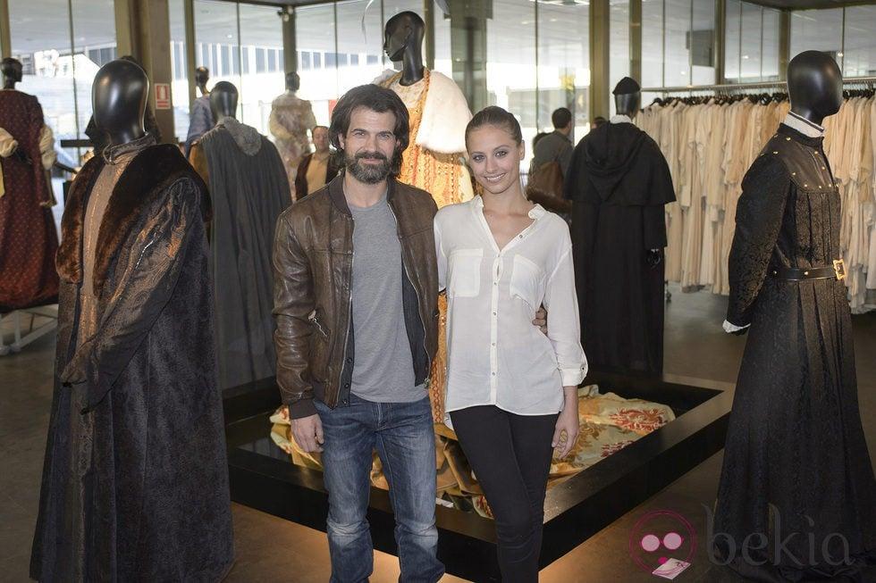 Michelle Jenner y Rodolfo Sancho inauguran la exposición 'Isabel. Vestuario de la serie de televisión'
