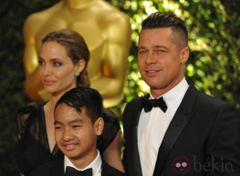Angelina Jolie, Brad Pitt y Maddox Jolie-Pitt en la ceremonia de entrega de los Governors Awards 2013