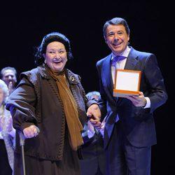 Montserrat Caballé e Ignacio González en los Premios Cultura de la Comunidad de Madrid 2013