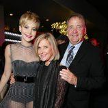 Jennifer Lawrence con sus padres Gary y Karen Lawrence en el estreno de 'Los Juegos del Hambre: En llamas' en Los Angeles
