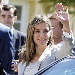 La Princesa Letizia muy sonriente en una visita a Santander