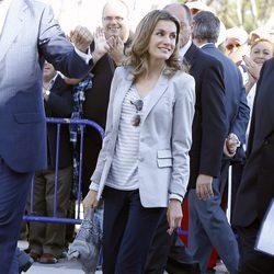 La Princesa Letizia con un look muy cómodo en su visita a Santander