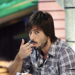 Hugo Silva se come un yogur en 'El Hormiguero'